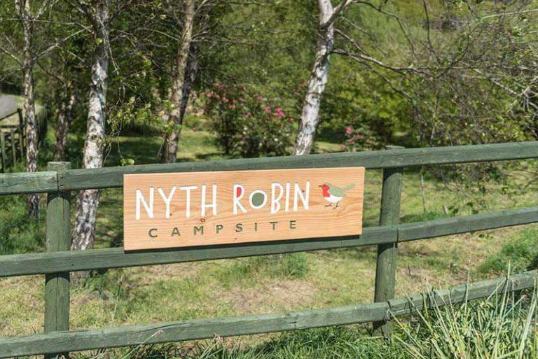 nyth robin road sign