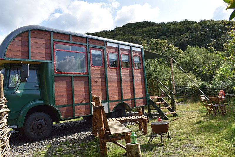 betty glamping bench outside